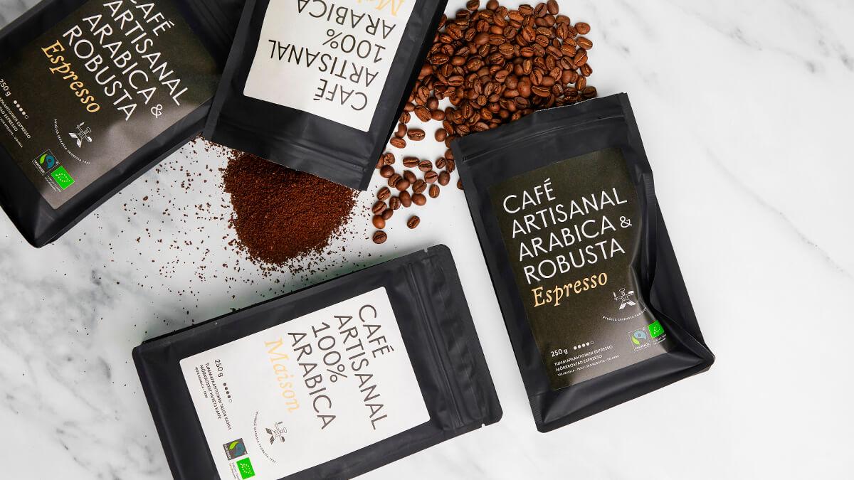 Gateaun Reilun kaupan kahvipaketteja ja kahvupapuja ja kahvipapujauhetta.